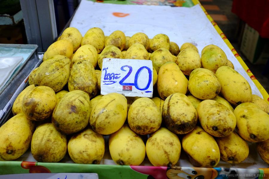 Ripe mangos for 20 Baht, anyone?