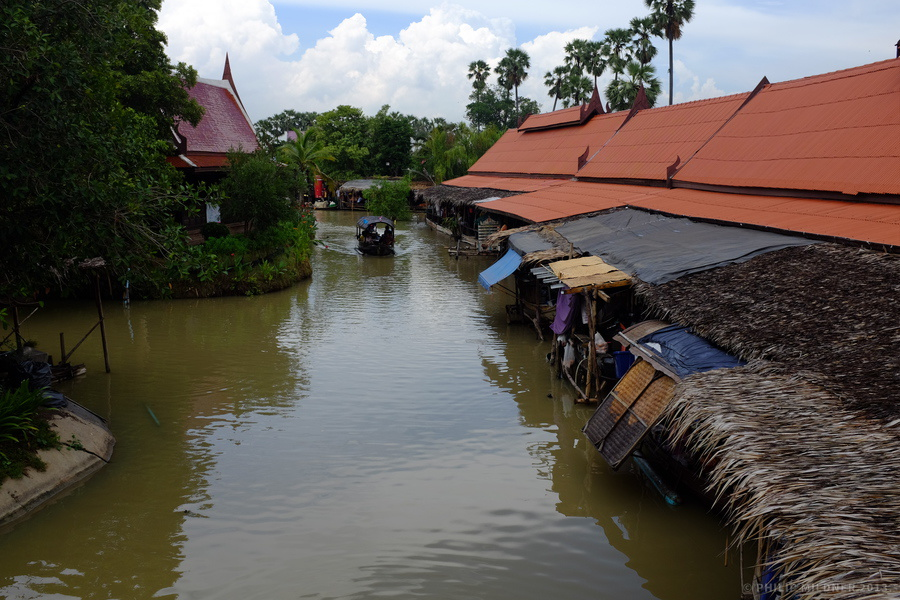 The actual floating market in Ayutthaya.